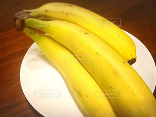食べ物,黄色,日常,テーブル,フルーツ,果物,皿,イエロー,カラー,色,color,大好物,yellow,banana,バナナ,完熟,好物,栄養価,甘い美味しい