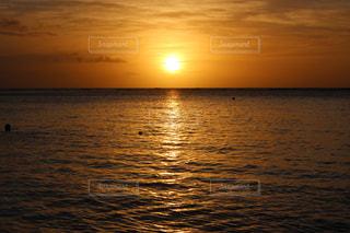 海に沈む夕日の写真・画像素材[1850434]