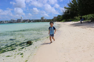 子ども,海,海外,ビーチ,砂浜,海岸,走る,ジョギング,グアム,男の子,海外旅行