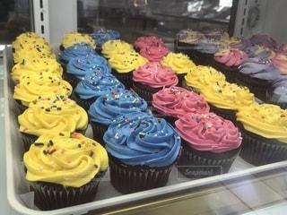食べ物,スイーツ,ケーキ,ピンク,カラフル,青,黄色