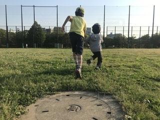 公園でランニングの写真・画像素材[2111468]