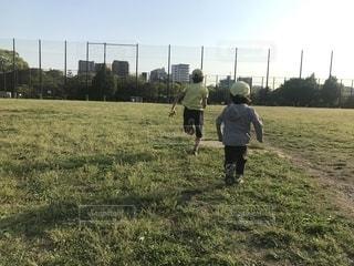 公園でランニングの写真・画像素材[2111475]