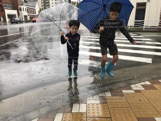 雨のお出かけの写真・画像素材[2217224]
