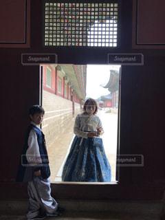 韓服の親子の写真・画像素材[2391084]