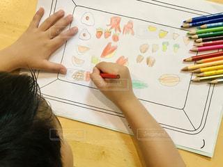 子ども,食べ物,屋内,カラフル,絵,手,ペン,人,弁当,色鉛筆,色,手書き,紙,おえかき,おうち時間