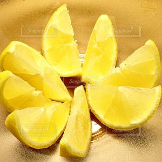 食べ物,黄色,ガラス,果物,レモン,器,ビタミンC,色鮮やか,くし切り