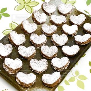 食べ物,緑,白,茶色,葉,プレゼント,ハート,お菓子,たくさん,テーブルクロス,バレンタイン,チョコ,手作り,白色,茶,緑色,22,友チョコ,粉糖