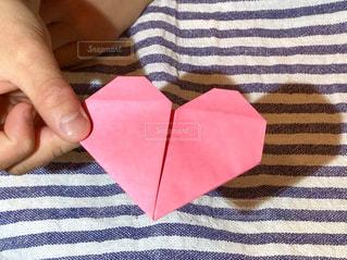 手,影,子供,ハート,テーブルクロス,こども,バレンタイン,折り紙,影遊び,ピンク色,おりがみ,しましま,縞々,1