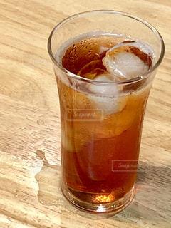 水,水滴,氷,テーブル,グラス,紅茶,雫,ドリンク,木目,結露,アイスティー,麦茶,水浸し,ソフトドリンク
