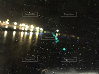 雨の中の空港の写真・画像素材[2169198]
