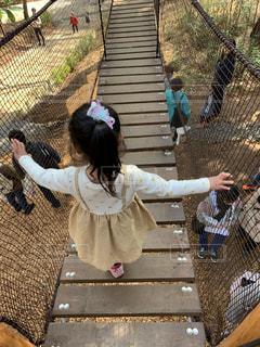 公園,屋外,女の子,少女,背中,後姿,幼児,遊具,吊り橋,アスレチック,3歳,ムーミンバレーパーク