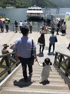 男性,30代,階段,船,日光,女の子,幼児,中禅寺湖,パパ,遊覧船,船着場,遊覧船乗り場