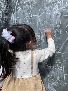 女の子,黒板,チョーク,幼児,3歳,お絵かき,ムーミンバレーパーク