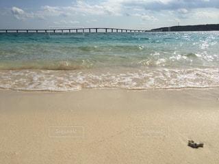 海の横にある砂浜のビーチの写真・画像素材[904724]