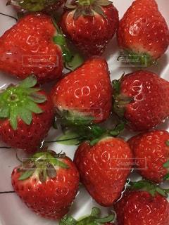 赤,テーブル,みずみずしい,甘い,おいしそう,新鮮,旬,イチゴ
