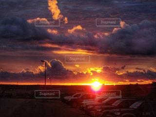 夕焼け空に浮かぶ雲の写真・画像素材[1815737]