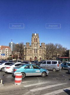 天津の望海楼教堂前、車の流れが凄いの写真・画像素材[1817790]