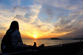 海辺でまったりの写真・画像素材[2067944]