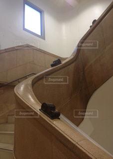 レトロな階段の写真・画像素材[2147560]