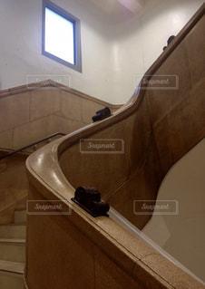 松屋浅草のレトロな階段の写真・画像素材[2835813]