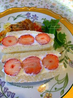 食べ物,皿,サンドイッチ,料理,おいしい,新鮮,いちごサンド,手作りいちごサンド