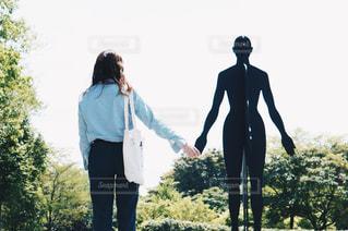 風景,空,屋外,後ろ姿,影,シルエット,人物,背中,人,後姿,手つなぎ
