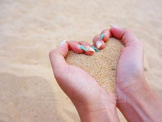 ネイル,砂,ビーチ,手,ハート,地面,マーク,フォトジェニック,インスタ映え,ハートフォト