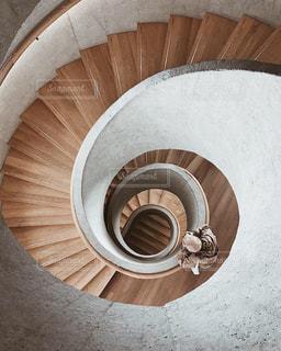 螺旋階段の写真・画像素材[2742564]