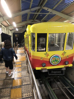 黄色い登山電車の写真・画像素材[1829542]