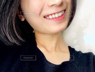 女性,20代,30代,スマイル,女,黒髪,笑顔,ショートヘア,シワ,歯,口,すっぴん,ノーメイク,歯並び,口元,ほくろ,肌,皮膚,ほうれい線,歯列矯正,黒子