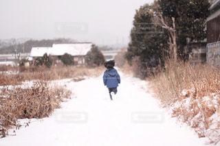 雪のランニングの写真・画像素材[1811144]