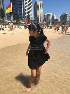 ファッション,海,屋外,砂,ビーチ,砂浜,黒,海岸,女の子,少女,人物,オーストラリア,コーディネート,コーデ,サーファーズパラダイス,ゴールドコースト,ブラック,黒コーデ