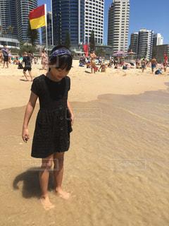 ファッション,風景,屋外,砂,ビーチ,砂浜,黒,海岸,女の子,少女,人物,オーストラリア,コーディネート,コーデ,サーファーズパラダイス,ゴールドコースト,ブラック,黒コーデ