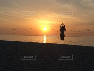 風景,海,空,モルディブ,太陽,ビーチ,砂浜,ジャンプ,夕暮れ,水面,海岸,光,ハート,人,夕陽
