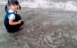 屋外,砂,少女,ペン,地面,幼児,砂場,手書き,紙,おえかき,おうち時間