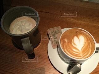 カフェ,マグカップ,お茶,カフェラテ,ラテアート,美味しい,ラテ,ミルクティー,ロイヤルミルクティー,楽しい会話,お茶タイム,ミルクティー色,素敵なお味