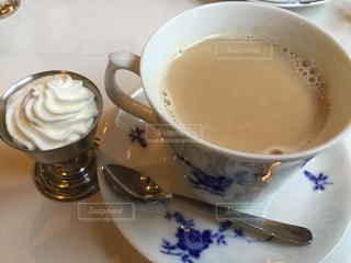 ティーカップ,お茶,喫茶店,美味しい,ホイップクリーム,ベージュ,楽しい会話,お茶タイム,素敵なカップ,ミルクティー色,カフェオーレ,素敵なお味