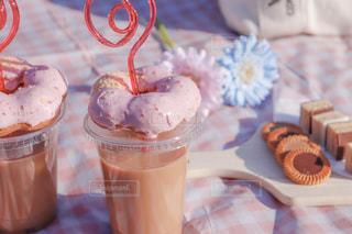 公園,花,春,屋外,ピンク,カラフル,晴れ,茶色,水色,楽しい,コップ,ピクニック,お菓子,クッキー,可愛い,甘い,美味しい,ドーナツ,手作り,おしゃピク,ベージュ,ミルクティー,映え,チェック柄,イチゴ味,プラスチック,インスタ映え,ミルクティー色