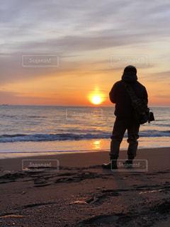 自然,風景,海,空,屋外,朝日,後ろ姿,景色,人物,背中,釣り,休日