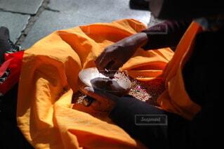 祈りを捧げる手の写真・画像素材[3664600]