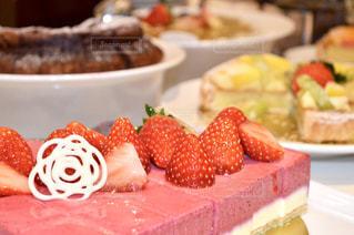 色鮮やかなフルーツケーキの写真・画像素材[1803028]