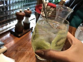 カフェ,ディナー,お酒,緑,女の子,フルーツ,人物,キウイ,カクテル,イタリアン,22歳,おしゃれ