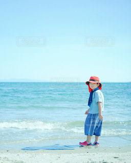 海 1人の写真・画像素材[3583996]
