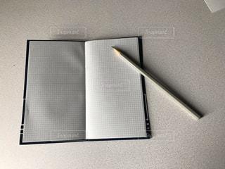 メモと鉛筆の写真・画像素材[2255547]