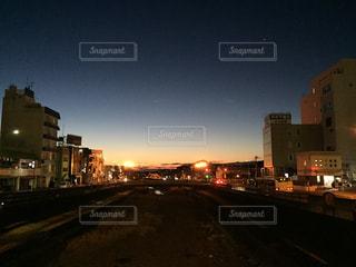 夜の街の景色の写真・画像素材[1872201]