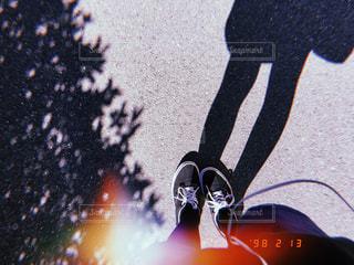 なんだか切ない足元の写真・画像素材[1814503]
