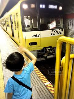 子ども,駅,電車,黄色,子供,イエロー,男の子,息子,見送り,イエローハッピートレイン,京急,電車好き,KEIKYUイエローハッピートレイン,三田駅
