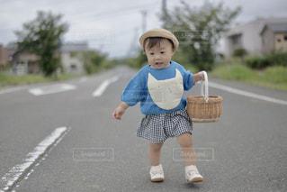 歩けるようになったばかりの頃、お散歩が日課でしたの写真・画像素材[2291480]