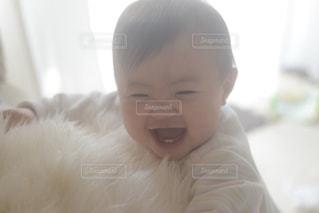 笑顔の赤ちゃんの写真・画像素材[2326081]