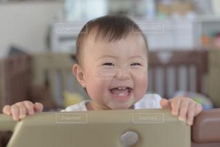 笑顔の赤ちゃんの写真・画像素材[2326091]